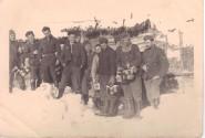 Soldiers prepare to retrieve hot food.